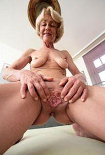 Oma brauchs hart in die Fotze!