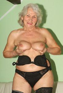 Oma sucht nach tabulosen Sextreffs!